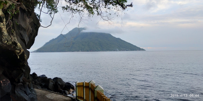 Pantai Sulamadaha, view Pulau Hiri
