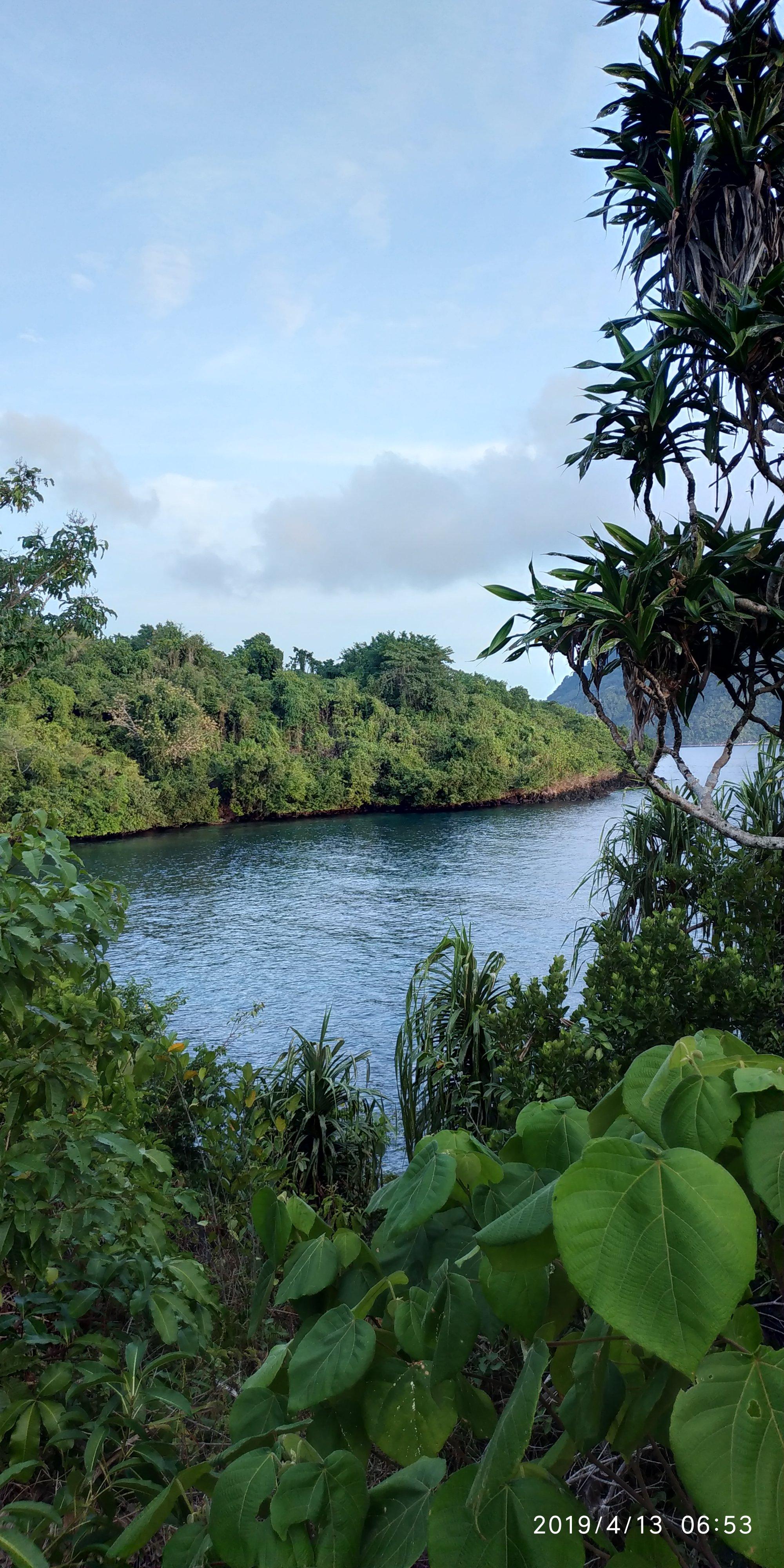 Pantai Sulamadaha, view Pulau Hiri, area snorkeling/diving